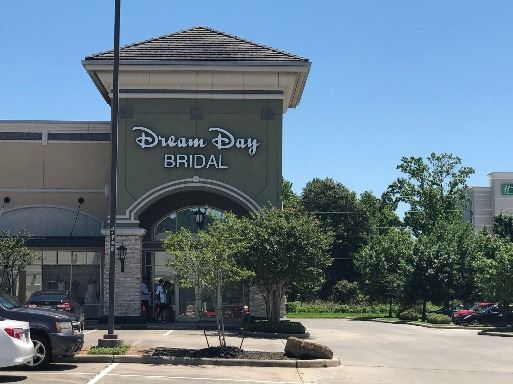 Dream Day Bridal Storefront in Daytime